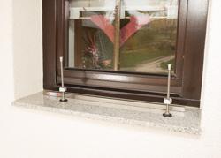 Vario-Fix Greenbar auf der Fensterbank mit Spannstange